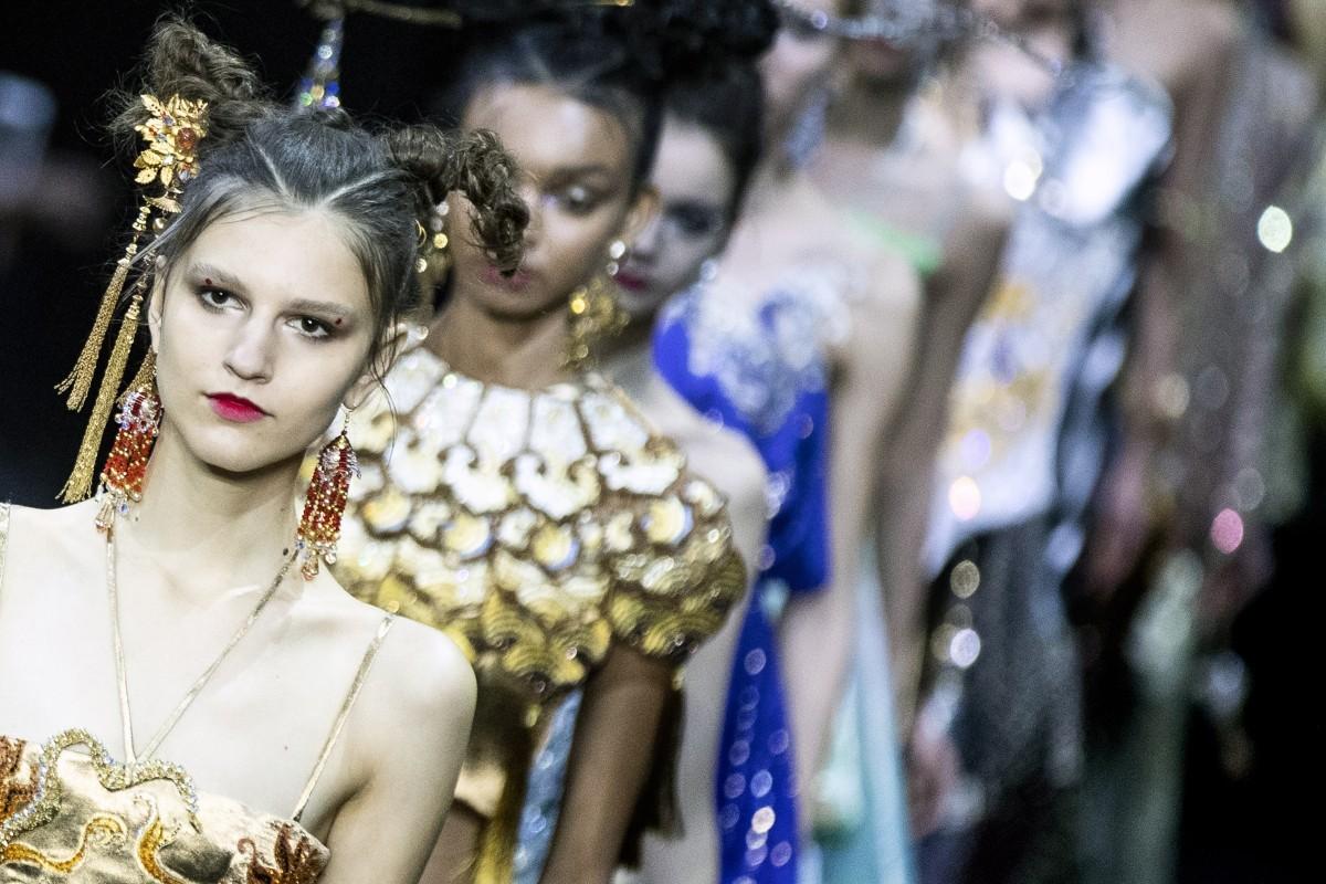 63bb50f32a6e4 Paris Haute Couture 2019: China's fashion 'queen' Guo Pei's lavish ...