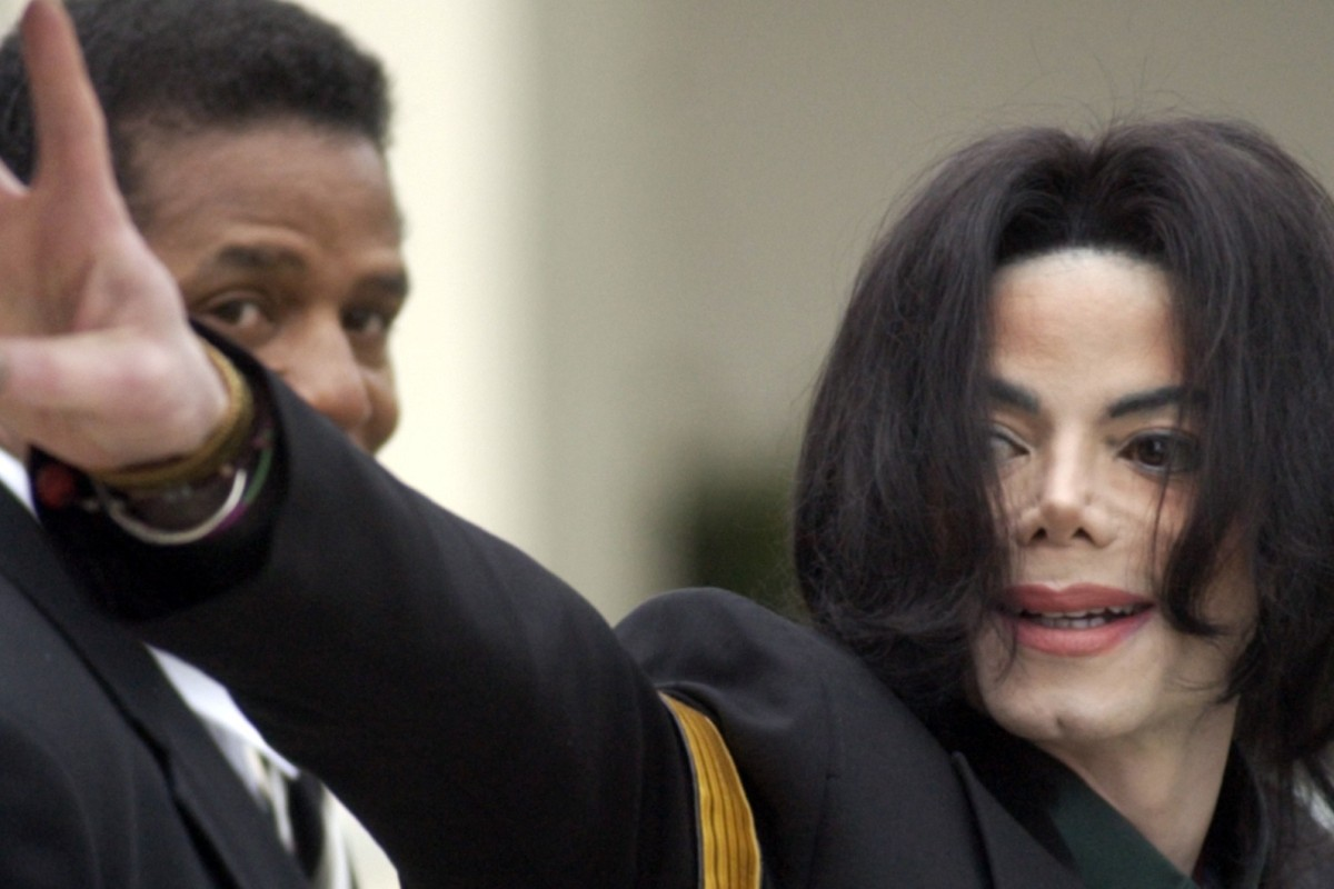 4df453e9870a1 Michael Jackson waves to his supporters as he arrives for his child  molestation trial in 2005