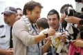 Alessandro Del Piero signs autographs. Photo: Reuters