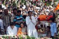 Son of India's Hindu extremist leader Bal Thackeray, Uddhav Thackeray, centre, gestures to the supporters during his father's funeral in Mumbai. Photo: Xinhua