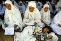 Thousands of Acehnese people commemorate the 8th anniversary of the tsunami of 26 December 2004 by praying together. Photo: EPA
