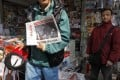 A man displays a copy of the Southern Weekly at a newsstand in Guangzhou, Jan. 10, 2013. (Photo: AP)