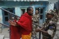 A Hindu holy man gestures as he talks to an Indian security officer deployed near a Hindu temple in Ayodhya. Photo: AP
