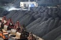 Chinese projects are facing delays of up to two years in turning coal into chemicals amid water shortages and problems with infrastructure construction. Photo: Reuters