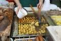 The bulk fishball sales at this Mong Kok stall are failing to impress snack hunters. Photo: Edward Wong
