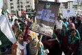 """Employees of Pakistani Geo News TV channel rally in Karachi, Pakistan in May. The TV has run accusations against the military spy agency, blaming it for an """"assassination attempt"""" against the station's popular talk show host, Hamid Mir, who was shot and wounded in Karachi. Photo: AP"""