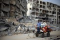 Palestinians are trapped in areas of the Gaza Strip hit by Israeli shelling and air strikes. Photo: Reuters