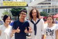 Kenny G poses with protesters in Admiralty. Photo: SCMP Pictures