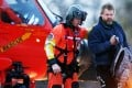 Louis Jordan (right) walks from helicopter to hospital. Photo: AP