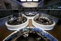 Exchange-traded funds listed in European markets such as Germany may be better options for Chinese investors. Photo: Reuters