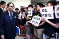 HKU Student Union and Alumni concern group hand over a petition letter to the Council Chairman Dr Leong Che-hung before the HKU Council meeting. Photo: Dickson Lee