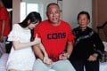 Yang Ming, centre, at home after 20 years with his mother and daughter from an earlier marriage, who was five when Yang was jailed. Photo: Thepaper.cn