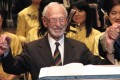 The late Dr Solomon Bard, a violinist-turned-medical doctor, who organised concerts for POWs camp in Hong Kong during the Japanese occupation, during a return engagement in 2007. Photo: SCMP Pictures