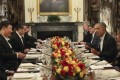 China's President Xi Jinping sits opposite US President Barack Obama during their private working dinner in Washington on Thursday evening. Photo: Tencent