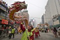 Malaysian Chinese artists perform a dragon dance despite a thick haze hovering over Kuala Lumpur during the Mid-Autumn Festival. Photo: EPA