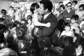 Muhammad Ali visits Vietnamese refugees at the Kai Tak East Refugee Transit Centre in 1979. Photo: Sunny Lee/SCMP