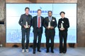 Cathay Pacific Chief Executive Officer Rupert Hogg (second from left) presents Cathay ChangeMaker awards to: Craig Leeson (first from left); Jeffrey Andrews (second from right); and Gigi Tung (first from right).