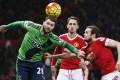 Southampton's Charlie Austin heads the ball goalward. Photo: Reuters