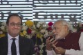 French President Francois Hollande (left) and Indian Prime Minister Narendra Modi at a function in Gurgaon on the outskirts of New Delhi, India, on Monday, January 25, 2016. Photo: AP