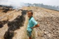 A farmer burns his dried-up rice on a paddy field stricken by drought in Soc Trang province. Photo: Reuters