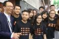 Former financial secretary Antony Leung meets youngsters at the Hong Kong Book Fair. Photo: K. Y. Cheng