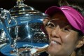 Li Na poses with the trophy after winning the 2014 Australian Open. Photo: AFP