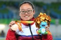 Chan Yui-chong shows off her bronze medal. Photos: HK Paralympic Committee