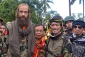 Released Norwegian hostage Kjartan Sekkingstad, front row left, poses with Moro National Liberation Front Chairman Nur Misuari, front row second right, after being turned over by ransom-seeking Abu Sayyaf extremists in Indanan township on Jolo island in southern Philippines. Photo: AP