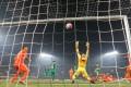 Beijing Guoan's Yu Dabao slams the ball home to level the score during Shandong Luneng's 2-1 win over Guoan on Sunday.