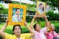 Thais gather in front of the Bangkok hospital where Thai King Bhumibol Adulyadej was receiving treatment. Photo: Kyodo
