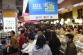 A Hngzhou supermarket is crammed with customers. Photo: Xinhua