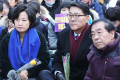 Seoul Mayor Park Won-soon, right, and Democratic Party of Korea head Rep. Choo Mi-ae, left, attend a weekly rally for former sex slaves in front of the Japanese Embassy in Seoul, Wednesday, marking the one-year anniversary of the agreement between the Korean and Japanese governments over Japan's wartime sex slavery. Photo: Yonhap