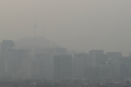 Fine dust blocks out the sky in central Seoul. Ultrafine dust warnings were issued for northern Gyeonggi Province. Photo: Yonhap