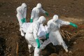 Health workers carry the body of a suspected Ebola victim for burial at a cemetery in Freetown, Sierra Leone, in 2014. Photo: Reuters