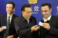 Premier LI Keqiang (centre) hands out Chinese green cards at a ceremony in the Shanghai Free-Trade Zone in 2015. Photo: Sohu.com