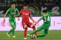 Beijing Guoan in action against Chongqing Lifan. Photo: Xinhua赫国安队。 新华社记者唐奕摄