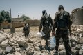 Syrian Democratic Forces soldiers carry supplies to a frontline position in Raqqa. Photo: The Washington Post