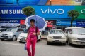 A viral video of Indian attacks on Chinese Vivo and Oppo retail stores in Pune, India misleads people about China's standoff with India, columnist Hu Jianlong writes. Photo: Bloomberg