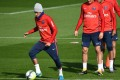 Paris Saint-Germain's Brazilian forward Neymar (L) controls the ball during a training session. Neymar will miss the game on Saturday because of injury. Photo: AFP