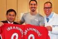 Dr Freddie Fu and colleague Volker Musahl with Zlatan Ibrahimovic. Photo: Freddie Fu