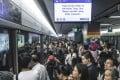 An MTR delay at Choi Hung station along the Kwun Tong Line causes massive crowds. Photo: Edward Wong