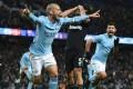 West Ham United defender Pablo Zabaleta (C) reacts as Manchester City's David Silva (L) celebrates scoring their winner late on. Photo: AFP