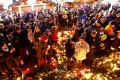 People hold candles at the memorial at the site of last year's truck attack in a Christmas market which killed 12 people and injured many others, in Berlin, Germany on December 19, 2017. Photo: Reuters