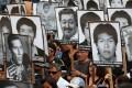 Relatives of victims of Peruvian President Alberto Fujimori's government protest in Lima on December 28, 2017. Photo: EPA