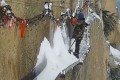 Zhang Dongdong gets to work clearing snow from a narrow pathway on Huashan in northwestern China. Photo: News.163.com