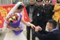 The couple pictured as the ring is placed on her finger. Photo: Sina.com.cn