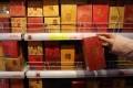 Real lai see packets are still preferred in Hong Kong. Photo: Felix Wong