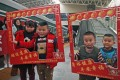 Children of migrant workers pose for photos before the departure of a train from Shantou in Guangdong Province en route to Nanchang, Jiangxi Province on February 10. About 2,800 migrant workers and their relatives took the train that day for family reunion during the Spring Festival. Photo: Xinhua
