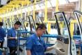 Employees work at a production line inside a factory of Saic GM Wuling, in Liuzhou, Guangxi Zhuang Autonomous Region, China, June 19, 2016. Photo: REUTERS