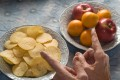 This year has signalled the rise of fruit crisps. When made at home they can be healthy, but be careful which brand you buy at the grocery store. Photo: Alamy